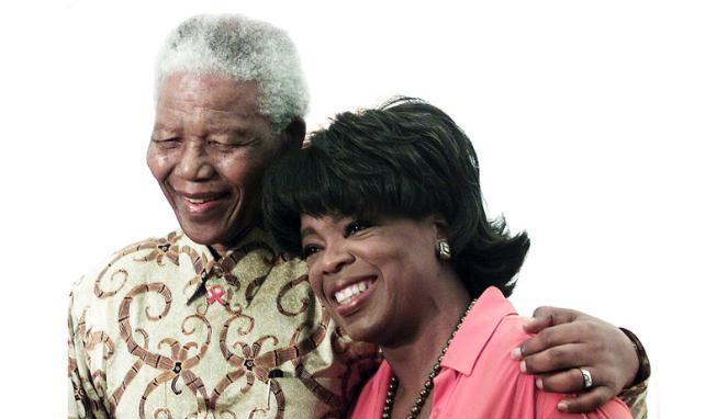 Nelson Mandela bersama Oprah Winfrey, 2002.