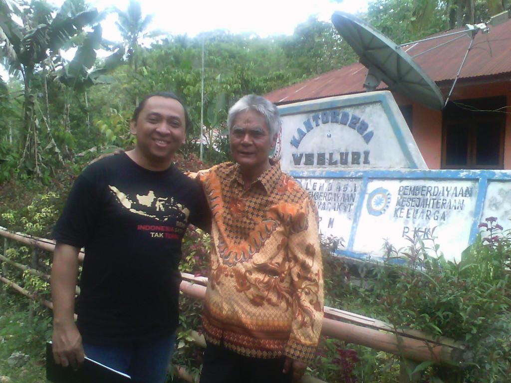 Bersama Jeremias Male, mantan Kepala Desa Weeluri, Sumba Tengah
