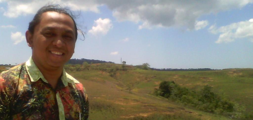 Berlatar padang rumput savana di Sumba Tengah