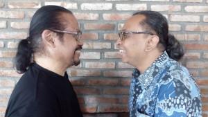 Subiakto dan saya: apa beda yang membedakan? (Foto: Hendri Hariyanto)