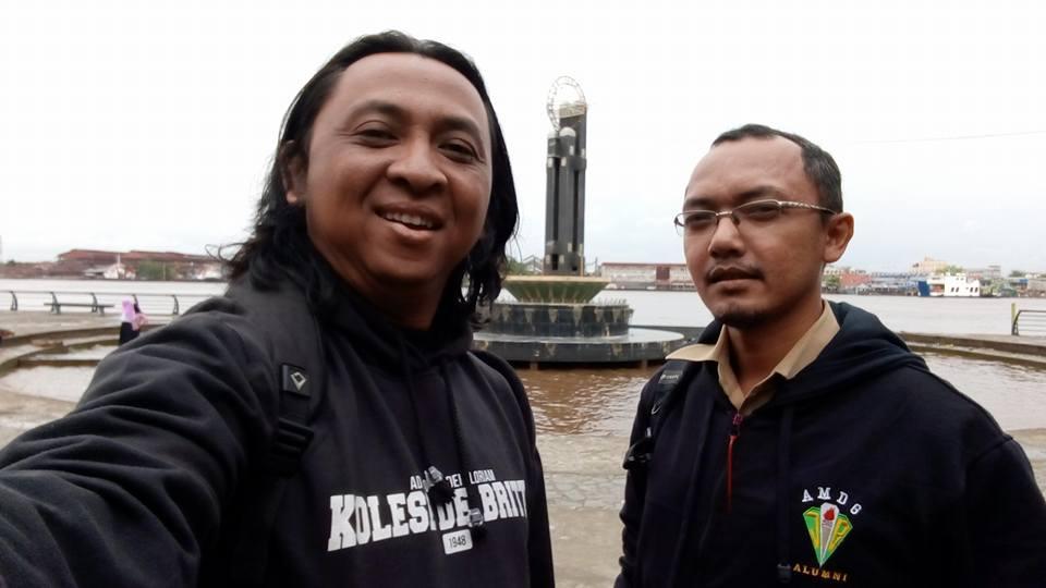 Tiruan tugu katulistiwa di tepi Kapuas: Paul Ristar Raharjo