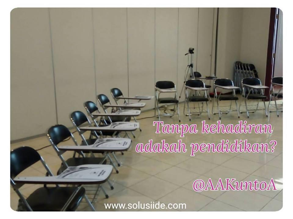Jika tidak di kelas, kita belajar di mana?