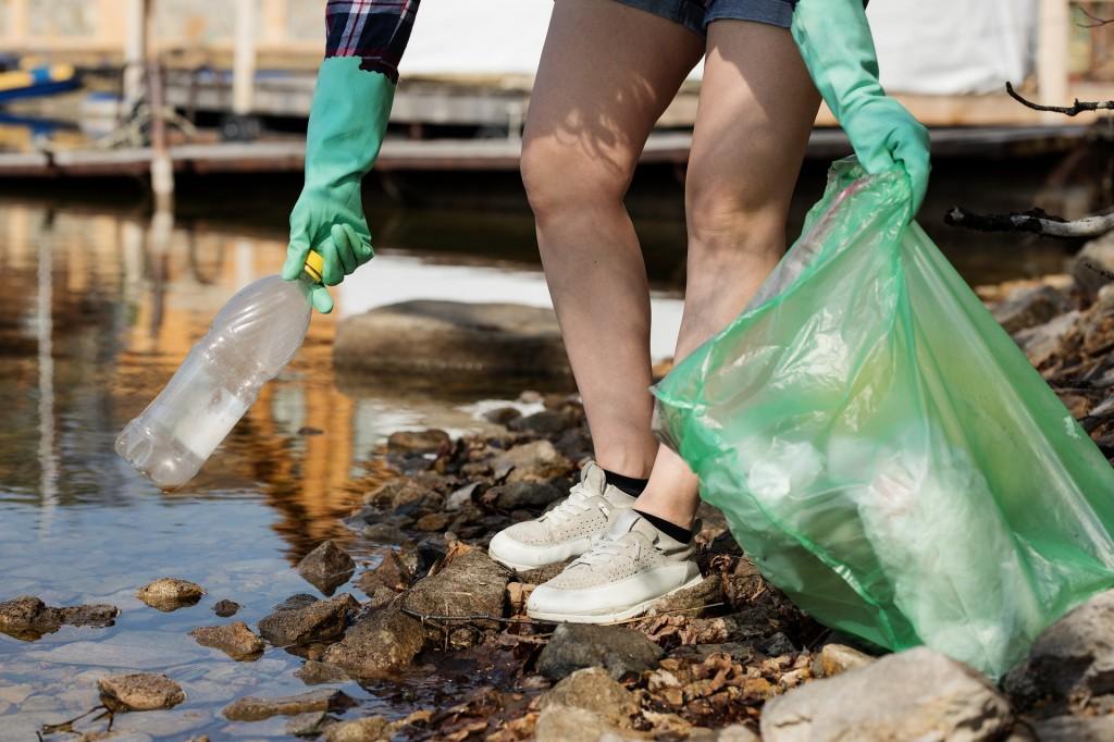 Yang pernah bermanfaat jadi sampah. Sampah pun bisa kembali bermanfaat jika dibersihkan.